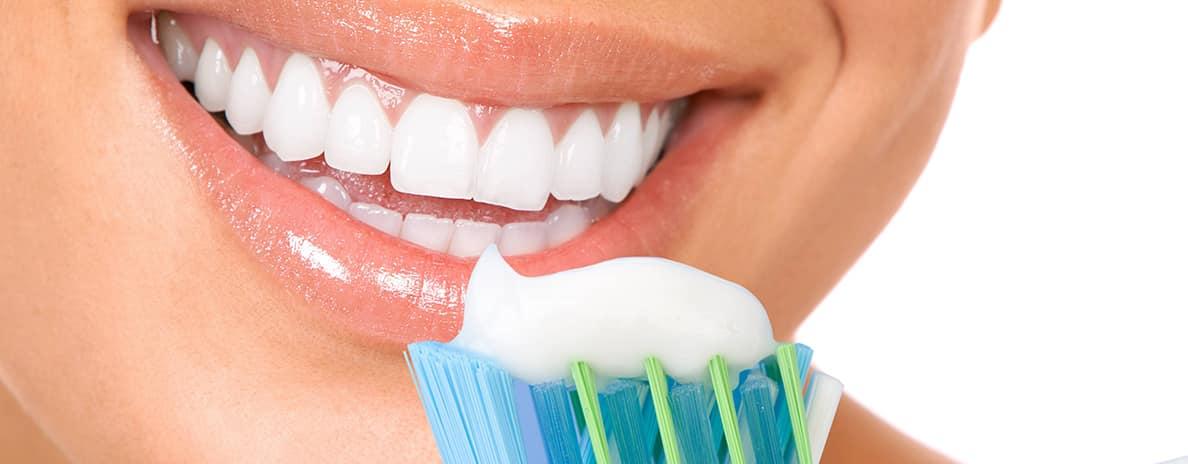 igiene-dentale-spazzolino-filo-interdentale-colluttorio-alitosi-salerno-nuova-tecnologia-dentale-roberto-landi-1